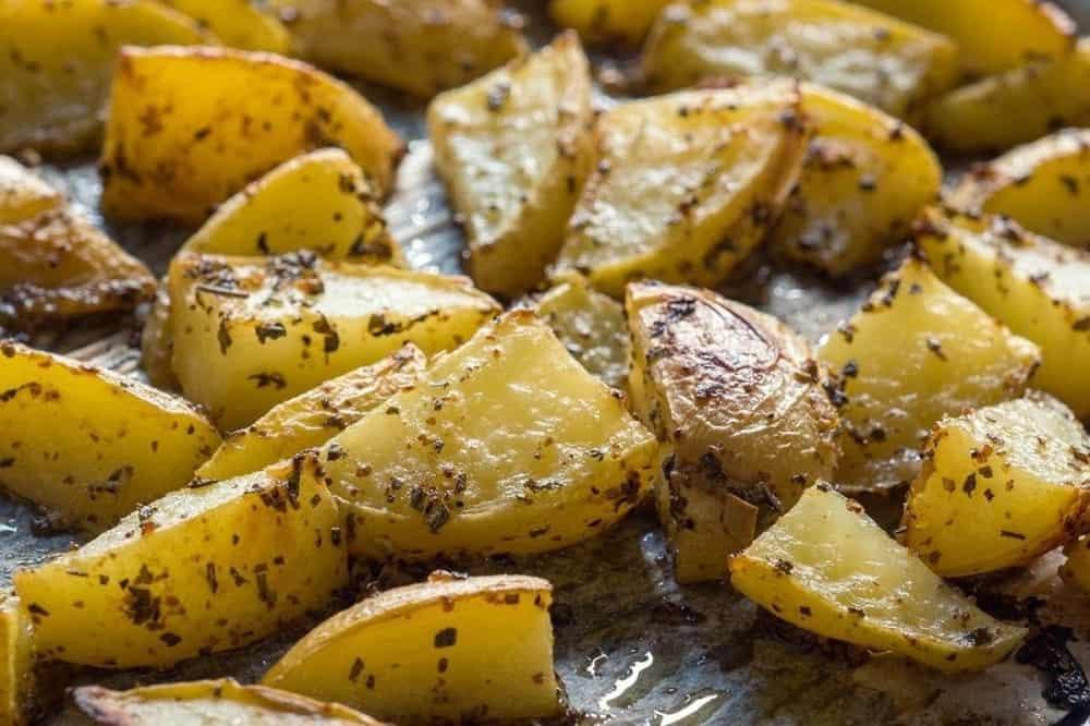 Baked lemon potatoes